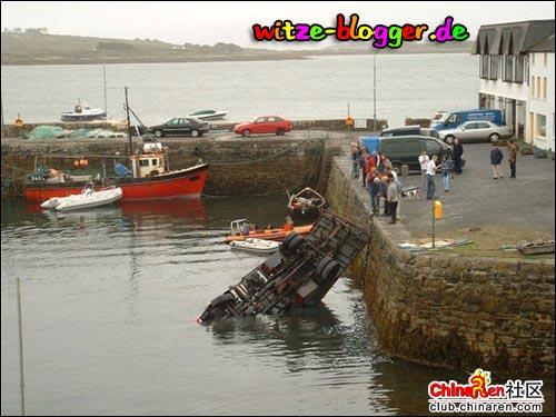 Kran fliegt ins Wasser 2