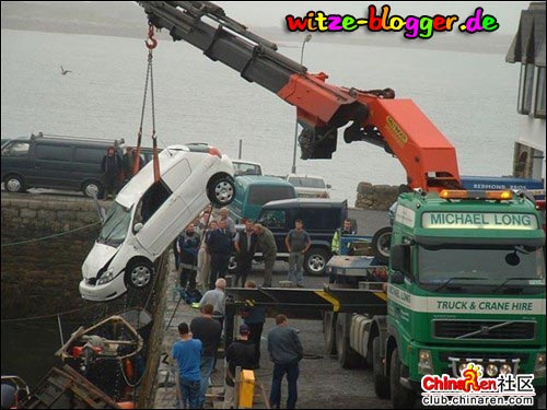Großer Kran rettet Auto 2