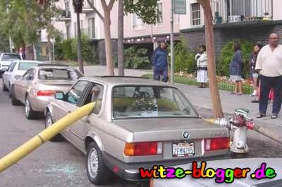 Feuerwehr Dumm geparkt