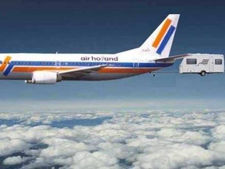 Air Holland Flugzeug mit Wohnwagen