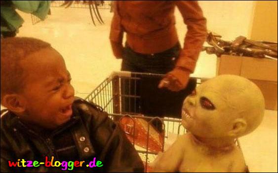Alien erschreckt Kind