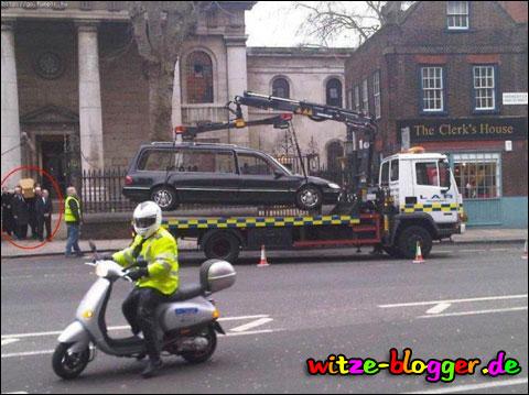 Leichenwagen abgeschleppt